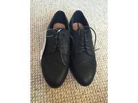 Girls size 5 black shoes