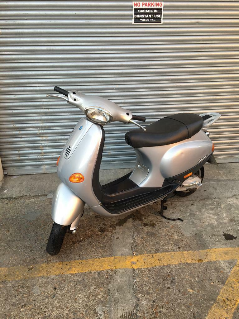 vespa 50cc et2 stroke in willesden london gumtree. Black Bedroom Furniture Sets. Home Design Ideas