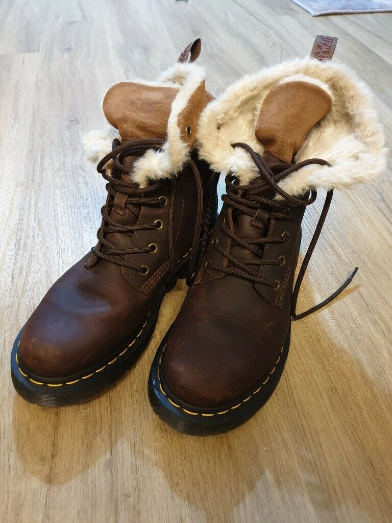 Dr Martens 1460 Boot 8 Eye Kolbert Mustang /& Dark Brown
