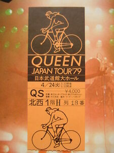 QUEEN-JAPAN-TOUR-TICKET-FLYER-WITH-28PAGE-TOUR-BOOKLET