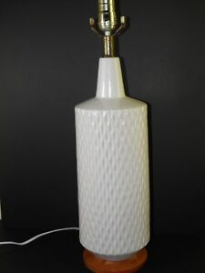 ANTIQUE-MID-CENTURY-MODERN-HOLLYWOOD-REGENCY-WHITE-SCULPTURED-POTTERY-LAMP