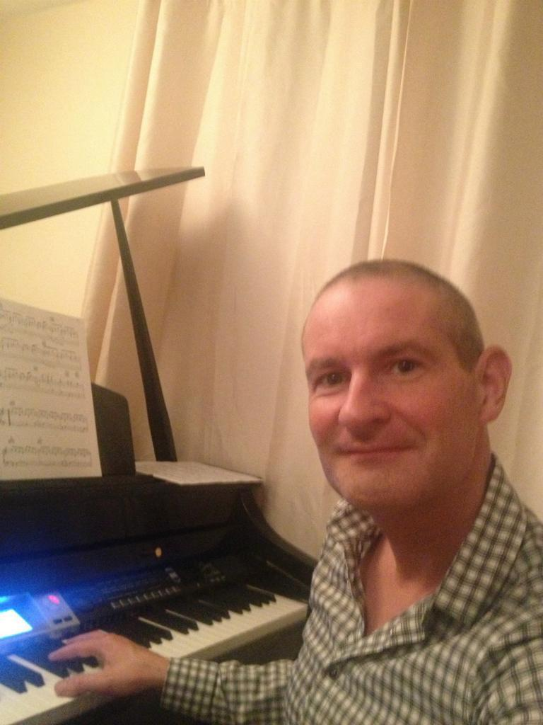 ORGANIST - PIANIST - SINGER for WEDDINGS/CORPORATE/CHARITY EVENTS