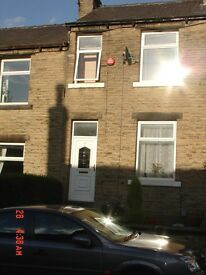 Lovely 2 two Bedroom Mid-terraced House near Huddersfield Town Centre and Uni ( Newsome)
