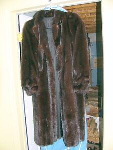 Manteau de vison/mink pour femme avec chapeau et housse