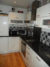 2 Bed modern House in Oakhurst with Conservatory and Garage.