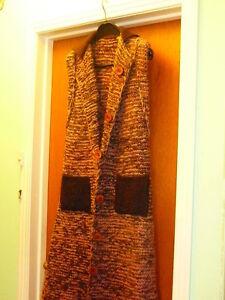 Superbe veste longue tricotée main en pure laine vierge 8-10 ans