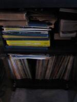 MEUBLE POUR 112 CD $20) 350 LONGS JEUX ET 78 TOURS