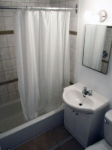 Fully furnished apts, close to vendome metro, wifi, monthly West Island Greater Montréal image 2