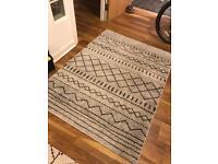 Grey patterned rug 120cm x 160cm