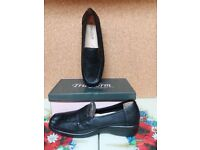 Ladies black shoes size 7
