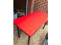 Red gloss table / Black chairs