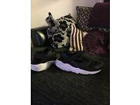 Black and white Nike huaraches..like new worn twice