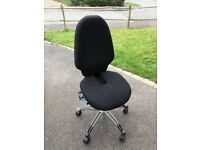 RH 120 - Fully Adjustable Office Chair - Ergonomic / Coxis Cut Out Support