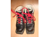 Ladies Montelliana Telemark / Cross Country ski boots size 4