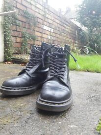 Dr. Martens boots size UK 6 \ EU 39 in good condition, original made in UK