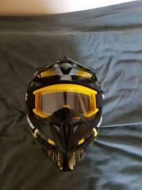 Motocross helmit