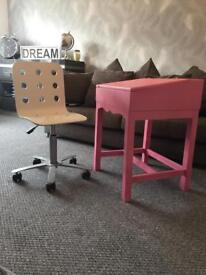 **Childrens Old School Desk & Chair**