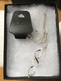 Ladies necklace 04