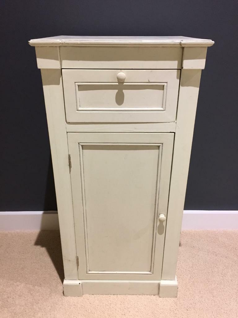 Cream Bedside Tables: Off White/cream/yellowish Bedside Table Or Side Table With