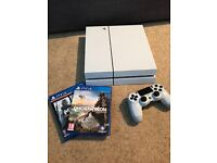 WHITE PS4 500GB WITH CONTROLLER - 2 GAMES - FULLY BOXED