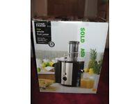 'GEORGE' WHOLE FRUIT JUICER, USED ONCE. ALSO 240 PAGE BOOK ON JUICING AND SMOOTHIES.