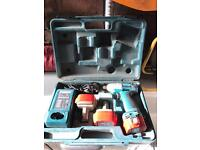 Makita 12 volt impact Driver 3 batteries charger and carry case