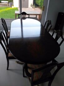 Vintage Rosewood Extending Dining Table with 4 standard and 2 Carver Chairs. Excellent Condition.