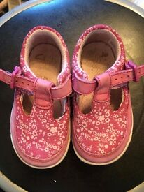 Baby girl clarks shoes 4 1/2G
