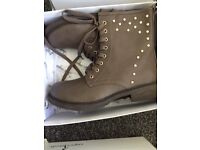 Women's boots brand new in box