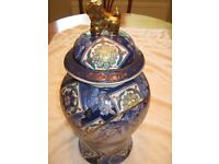 Chinese Porcelain Jar with foo dog lid blue and white floral decoration with gilt inlay -