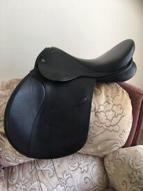 """Ideal Event Saddle 17"""" medium"""