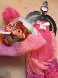 Disney princess hat gloves and scarf new with tags 7-10 years