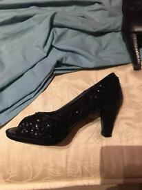 Ladies shoes size 7ee