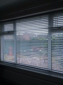 """Reduced! White Venetian Blind, used but very good condition (97"""" x 59"""")"""