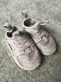 Nike grey huaraches infant size 4.5 immaculate condition grab yourself a bargain :)
