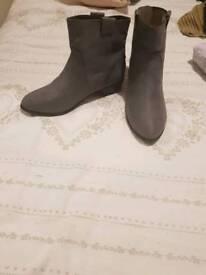 Ladies Grey boots uk size 6 - new