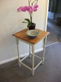 SHABBY CHIC SOLID OAK TABLE HALL, SIDE, OR OCCASSIONAL TABLE