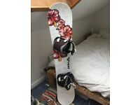 143cm Roxy Snowboard Fitted with Flow Bindings/Boots/Bag
