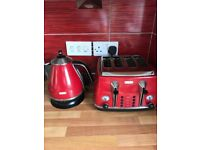 Kettle & Toaster set - DeLonghi in RED