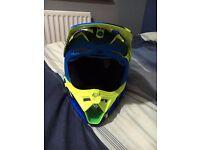 Fox V3 Motocross Helmet, Youth Small 47 - 48 Like New Only Worn 6 times