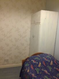 SINGLE Bedroom in a Clean House, Furnished for one professional or student, in Sandford