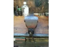 6 inch bench vise. Wide opening. Good working condition.
