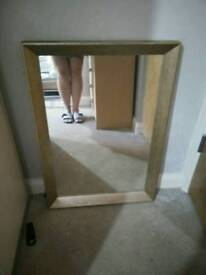Mirror and set of canvas
