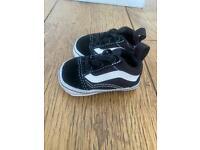 Infant trainers/sandals