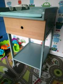 Mokee changing table