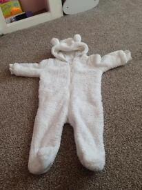 Snow suit size 6-9 months