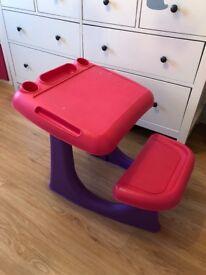 Children's desk in great condition