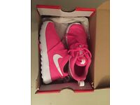 Brand new never worn girls Nike trainers size inf 11