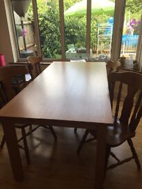 Lovely dining table & 4 solid wood chairs good condition