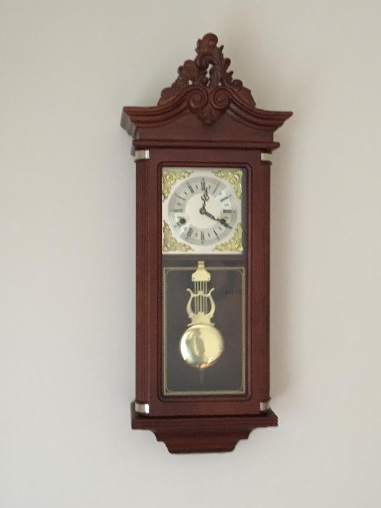 STUNNING WIND UP PENDULUM WALL CLOCK PERFECT WORKING ORDER CONTEMPORARY MODERN